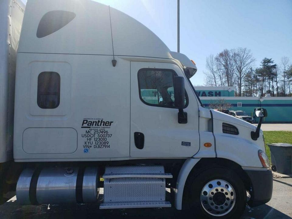 Used 2013 Freightliner Cascadia For Sale in Southhaven, MS